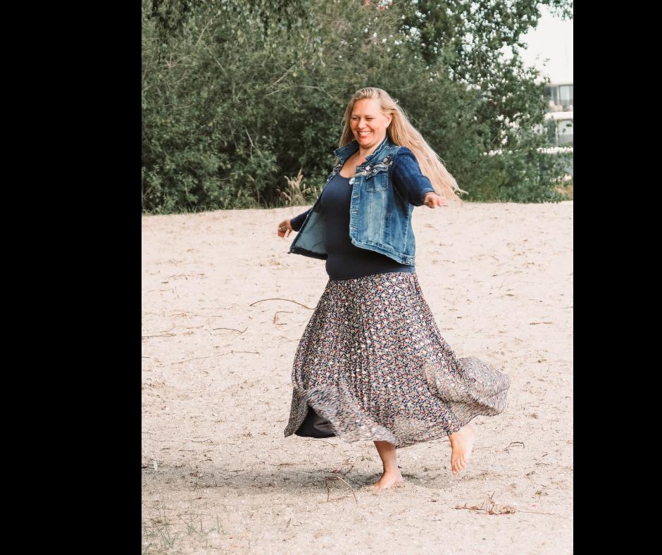 dansend-op-het-strand-lange gipsy-rok